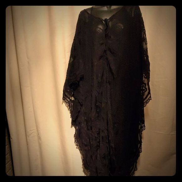Dresses & Skirts - BEAUTIFUL black floral lace kaftan dress!